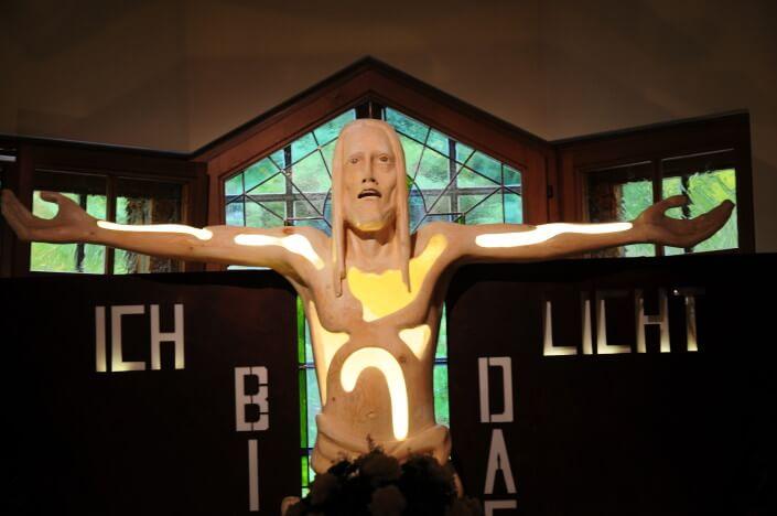 Christus in der Aufbahrungshalle Lienz